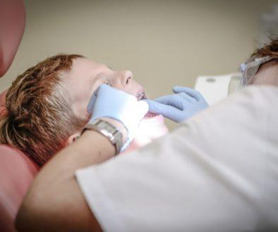 astuces naturelles pour soigner la carie dentaire
